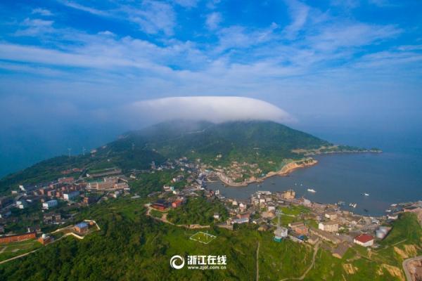 cn    大陈岛隶属于浙江省台州市椒江区大陈镇,位于椒江区东南52公里