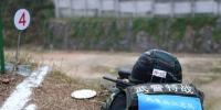 图为:特战队员对移动狙击科目中俯角目标射击。刘治乾(通讯员)/摄 - 浙江新闻网