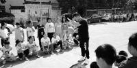 丽水90后体育老师写网络玄幻小说 五年挣一套房 - 浙江新闻网