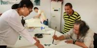 助力美术教育 一级美术师为母校捐书300册 - 浙江新闻网