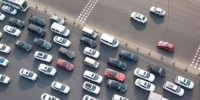 春节将至,各地高速公路迎来大批车流。 中新社记者 泱波 摄 - 浙江新闻网