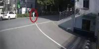 不做作业玩游戏!妈妈刚说两句 杭州8岁男孩赤脚离家 一走就是4公里 - 杭州网