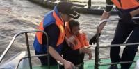 一货轮在温州海域触礁,船员被困 温州海事局供图 - 浙江新闻网
