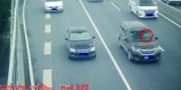 抱孩子开车!网友拍下惊险一幕,男子被记2分罚100元 - 杭州网