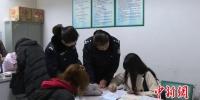 王某办理完各项手续,成功换领了《出生医学证明》 警方提供 - 浙江新闻网