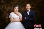 """沈良源夫妇的""""婚纱照""""。 红星服务中心提供 - 浙江新闻网"""