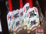 陈小狗制作的船桨。 钱晨菲 摄 - 浙江新闻网