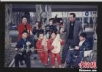 """""""慈孝人物""""王宽和他收养的孩子。 受访者供图 - 浙江网"""