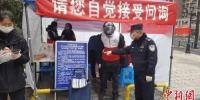 资料图:疫情期间,杭州拱墅民警参与社区防控。(图文无关)拱墅警方 供图 - 浙江新闻网
